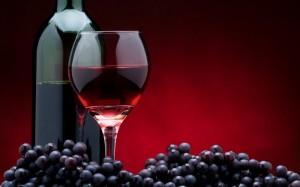 vino-rosso-uva-bottiglia-e-bicchiere