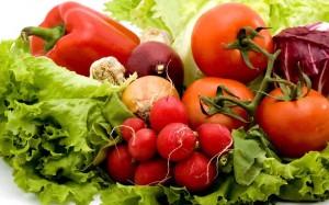 insalata-ravanelli-peperoni-pomodori