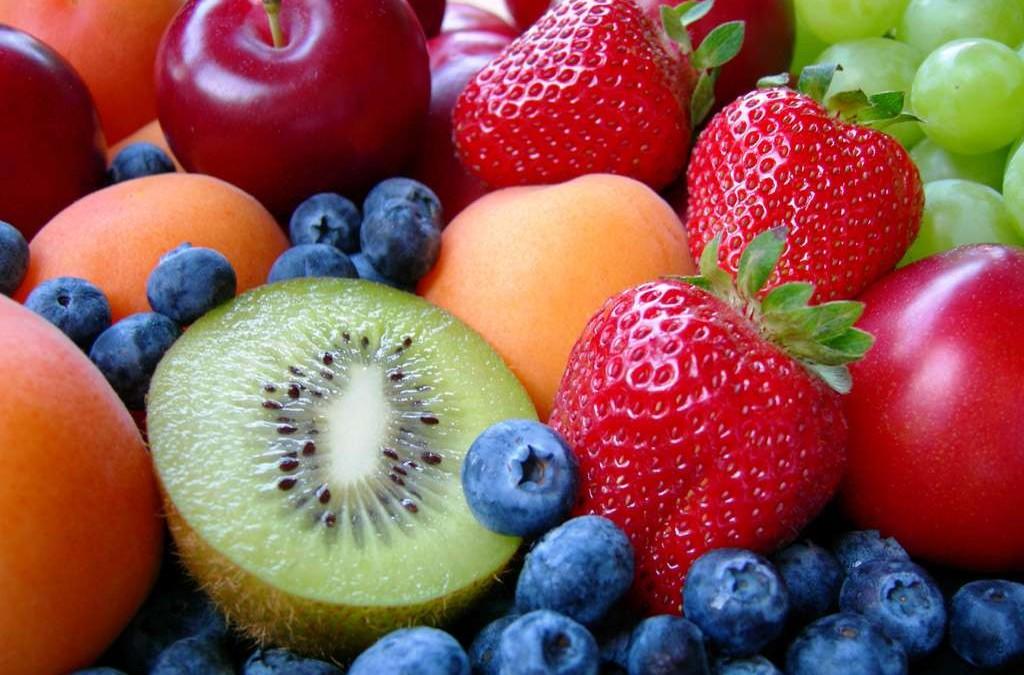frutta-kiwi-fragole-uva-prugne